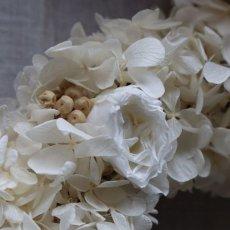 白いバラをあしらしました